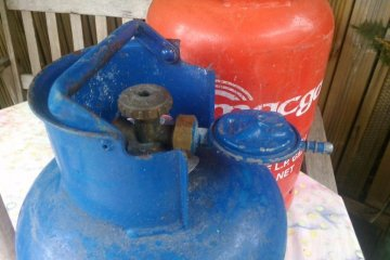 Going camping this summer? Tips for transporting cylinders safely